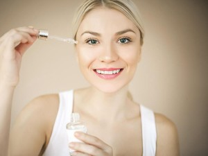7 Urutan Memakai Skincare Malam Hari yang Tepat