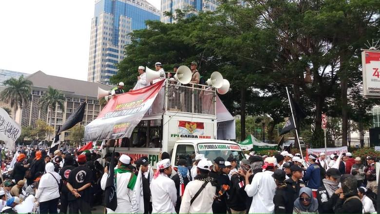 Orasi Aksi Mujahid 212 Singgung Hoax Ambulans Bawa Batu