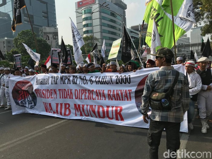 Aksi Mujahid 212 long march ke Istana Negara (Rolando/detikcom)