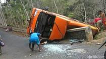 Minibus Rombongan Takziah Terguling di Jombang, 2 Penumpang Tewas