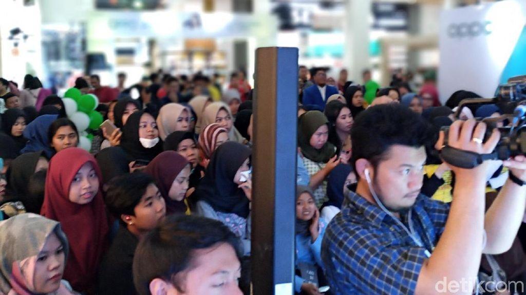 Hari ini, Sabtu (28/9/2019), OPPO dan rekan media berkesempatan menyaksikan keseruan acara memperkenalkan OPPO A9 2020 di Paris Van Java, Bandung. (Aisyah Kamaliah/detikINET)