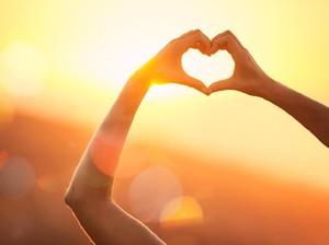 Romantis, Pria Tulis 100 Surat Cinta karena Gagal Dapat Nomor Gebetan