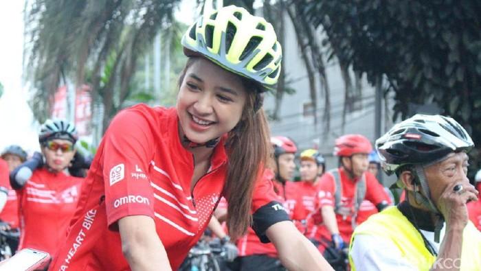Bagi Mikha Tambayong, sehat itu murah dan menyenangkan. Foto: Nabila Ulfa Jayanti/detikHealth