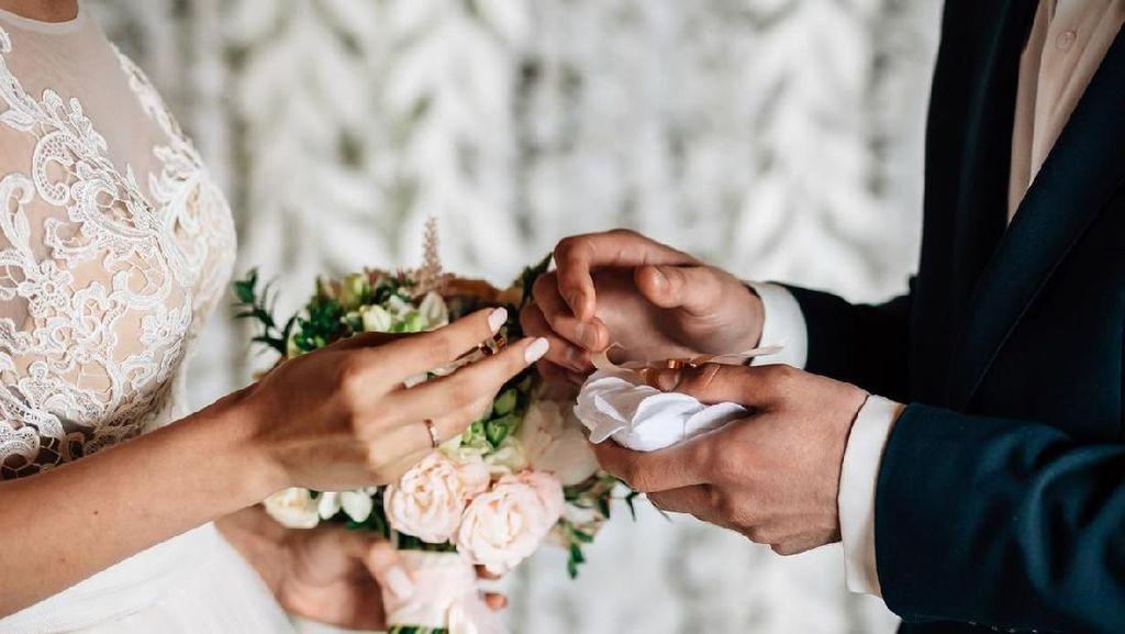 Tanda Wanita Menyimpan Rasa Cinta yang Tak Disadari Pria