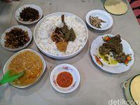 Nikmatnya Bajamba, Makan Sedulang Bersama Khas Ranah Minang