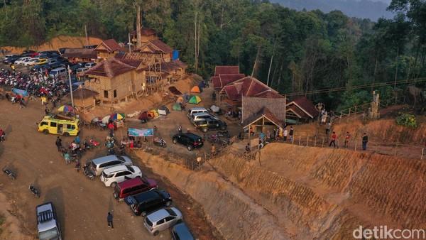 Beberapa home stay yang terbuat dari kayu sebagai tempat bermalam wisatawan di Gunung Luhur (Didik Dwi H/detikcom)