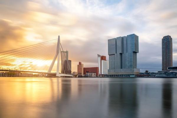 De Rotterdam merupakan gedung untuk perkantoran, hotel dan apartemen. Memiliki tinggi 151 m dan luas 160.000 meter persegi, De Rotterdam merupakan bangunan terbesar di Belanda (iStock)