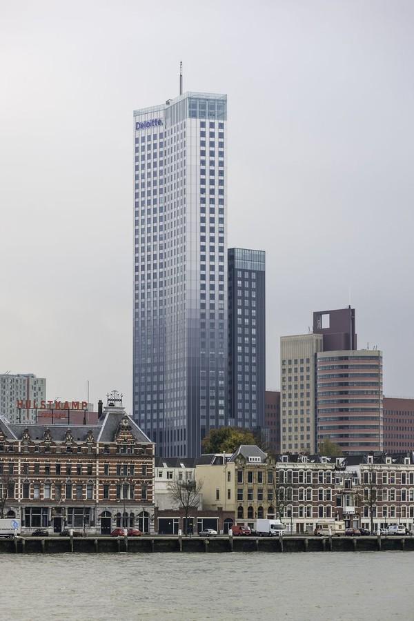 Maastoren memiliki tinggi 165 m. Gedung yang terletak di tepi Sungai Nieuwe Maas ini merupakan bangunan tertinggi di Belanda. (iStock)