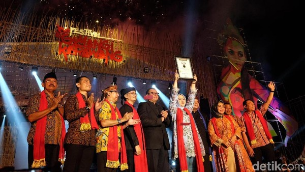 Penari Goyang Karawang sudah masuk rekor MURI setelah membukukan jumlah penari terbanyak tahun 2019 lalu. Foto: Luthfiana Awaludin/detikcom