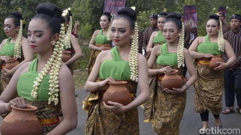 Festival Rogojembangan, Penyatuan 9 Sumber Mata Air Sarat Makna. (Foto: Robby Bernardi/detikcom)
