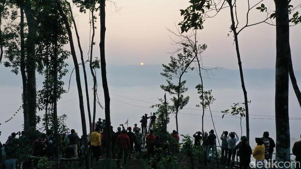 Fenomena panorama Negeri di Atas Awan dapat dilihat dari pukul 05.00-07.00 WIB (Didik Dwi H/detikcom)