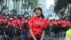 Serunya Gowes Cantik Bareng Mikha Tambayong di Jakarta Heart Bike 2019