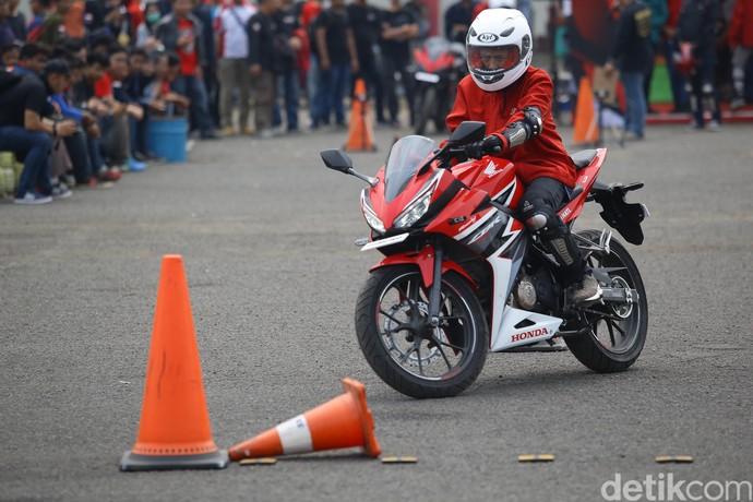 Intip Safety Riding Challange ala CBR Race Day