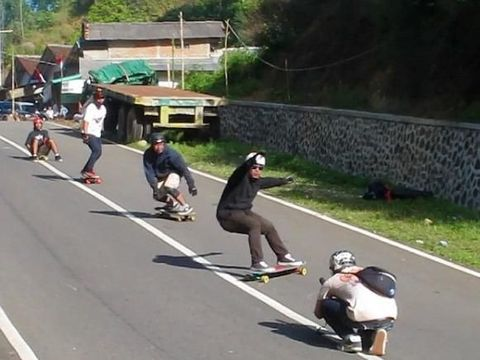 Daggers Crew, komunitas longboard di area GBK