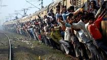 Ngeri! Naik Kereta di India Sampai Begini