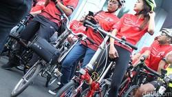 Tren sepeda mahal dinikmati oleh berbagai kalangan, terutama orang-orang ternama. Mulai dari Vanessa Angel hingga Mikha Tambayong sudah mencicipinya.