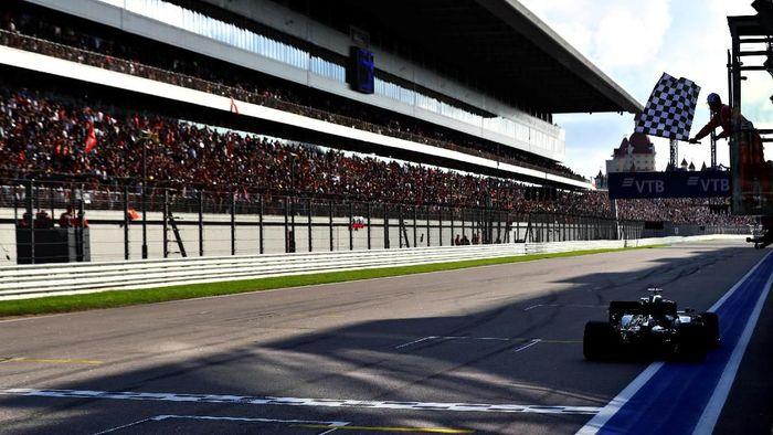 Lewis Hamilton menjuarai GP Rusia. (Foto: Mark Thompson / Getty Images)
