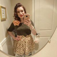 Katrina Holte punya cara unik untuk menjadi ibu rumah tangga dengan bergaya vintage
