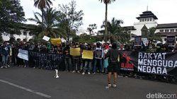 Demo di Gedung Sate, Demonstran Bandung Sampaikan 7+1 Tuntutan