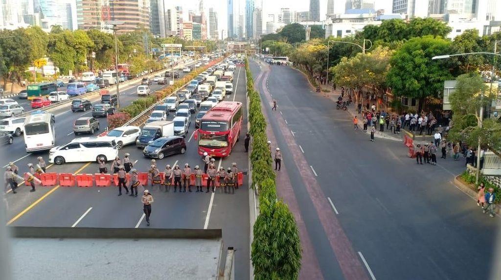 Demo di Depan DPR, Ruas Tol Cawang-Tomang Ditutup Sementara