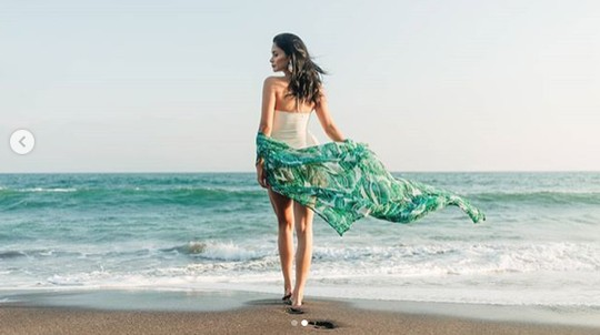 Ini Penampilan Miss Universe yang Bikin Salfok saat di Bali