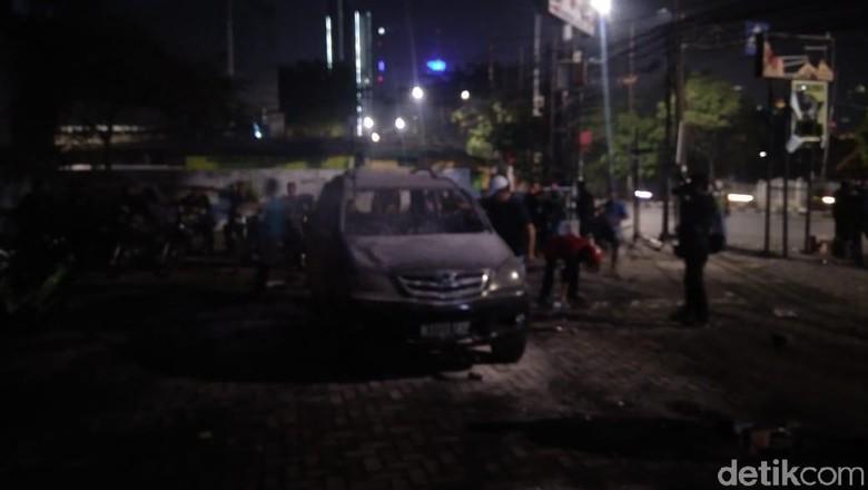 14 Pelaku Pembakaran Mobil di Parkiran Polsek Tanah Abang Ditangkap