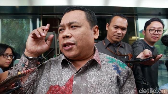 Anggota DPR dari Fraksi PKB, Fathan Subchi menjalani pemeriksaan di gedung KPK. Ia diperiksa sebagai saksi kasus suap terkait proyek di Kementerian PUPR.