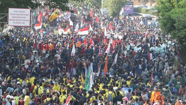 Harap-harap Cemas Ayah Bunda si Mahasiswa 'Hilang' Usai Demo