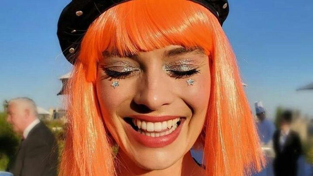 Penampilan Margot Robie dengan Rambut Oranye, Jadi Beda Banget