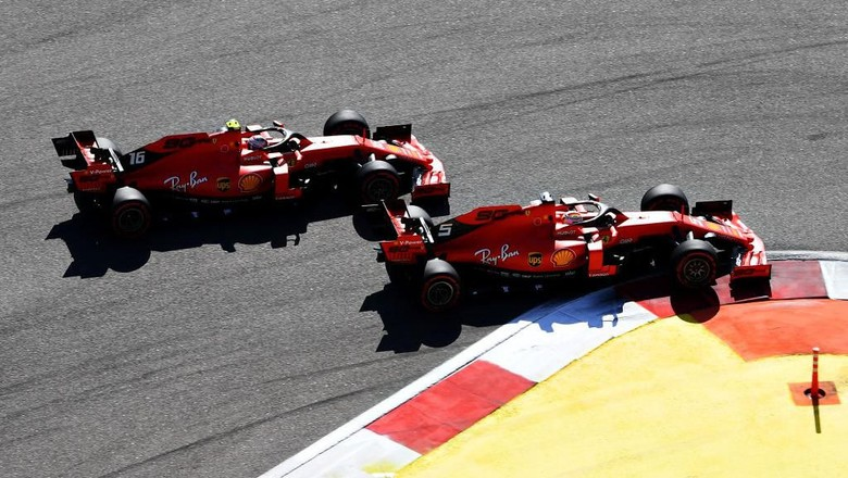SOCHI, RUSSIA - SEPTEMBER 29: Sebastian Vettel of Germany driving the (5) Scuderia Ferrari SF90 and Charles Leclerc of Monaco driving the (16) Scuderia Ferrari SF90 battle for position at the start during the F1 Grand Prix of Russia at Sochi Autodrom on September 29, 2019 in Sochi, Russia. (Photo by Clive Mason/Getty Images)