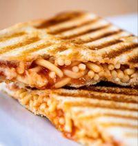 Mau? Sarapan Roti Panggang Isi Kacang  dan Spaghetti Kalengan