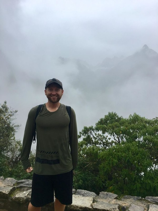 Kalau begini, keindahan Machu Picchu jadi tersamarkan deh. (Foto: via Boredpanda.com)