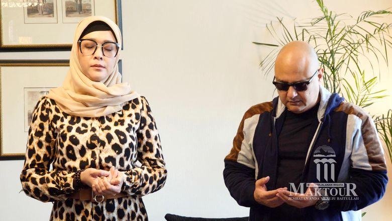 Maia Estianty dan Irwan Mussry tengah melakukan ibadah umrah.Dok. Maktour