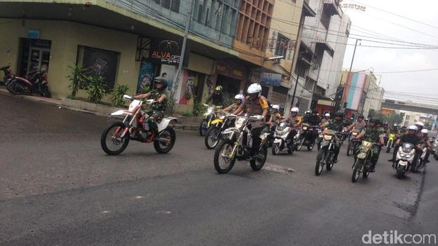 Patroli bermotor digelar personel gabungan Polri dan TNI di Medan, Sumatera Utara (Sumut), Senin (30/9/2019)