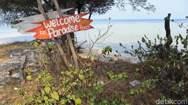 Paradise Beach, alias Pantai Surga, di Pulau Tidung Kecil yang banyak sampah (Randy/detikcom)