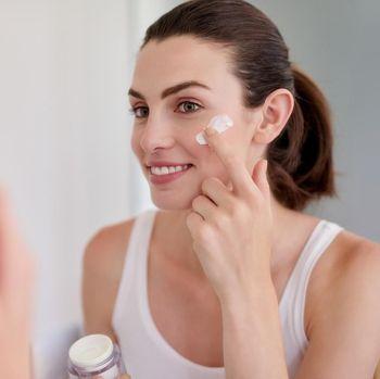7 Urutan Pemakaian Skincare Malam Hari yang Tepat