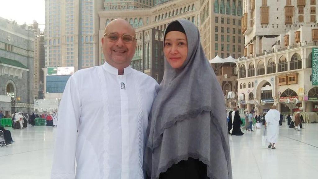 Makin Bahagia... Pulang Umrah Maia Estianty dan Suami Jalan-jalan ke Afrika