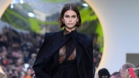 Putri Cindy Crawford, Kaia Gerber Alami Wardrobe Malfunction