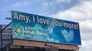 So Sweet! Ungkapkan Cinta, Suami Sewa Papan Iklan