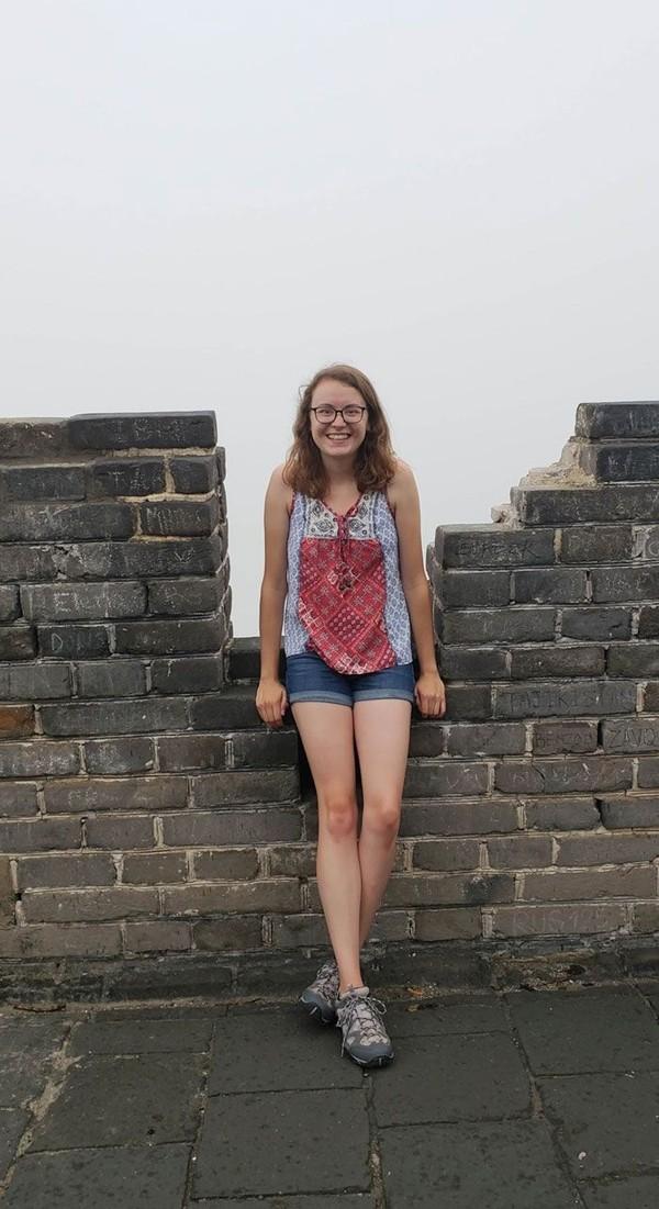 Foto di Tembok China jadi terasa kurang monumental gegara kabut. (Foto: via Boredpanda.com)