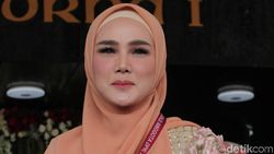 Aksi Lenggak-lenggok Mulan Jameela di Panggung Jadi Sorotan