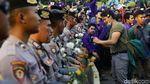 Potret Akrab Polisi dan Pendemo Mahasiswa Asli Bukan Perusuh