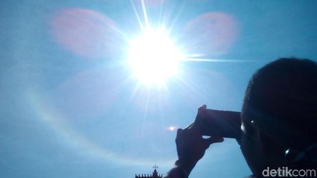 Matahari dikelilingi cincin
