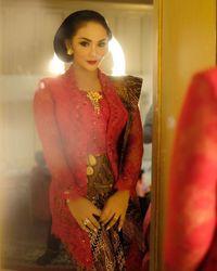 Anna Avantie Ungkap Makna Kebaya Merah KD untuk Pelantikan DPR