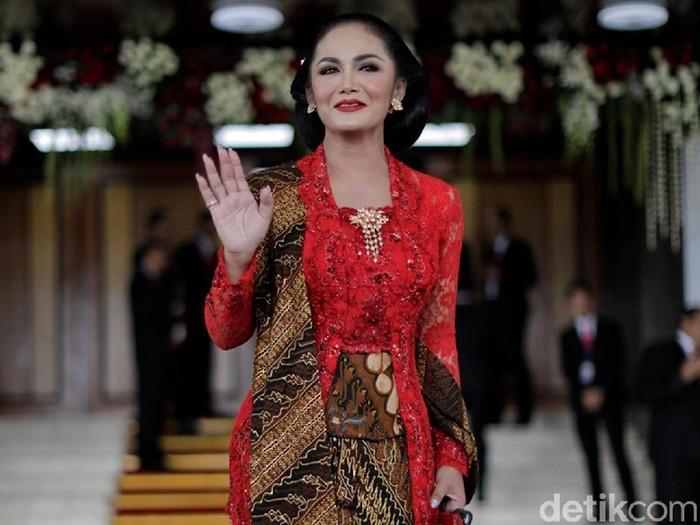 Anggota DPR periode 2019-2014 dari PDI Perjuangan, Krisdayanti. (CNN Indonesia/ Adhi Wicaksono)