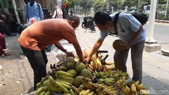 Foto: Pedagang Pisang (Achmad Dwi Afriyadi/detikcom)