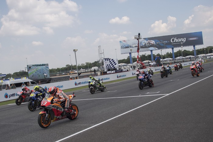 BURI RAM, THAILAND - OCTOBER 07:  The MotoGP riders start from the grid during the MotoGP race during the MotoGP Of Thailand - Race on October 7, 2018 in Buri Ram, Thailand.  (Photo by Mirco Lazzari gp/Getty Images)