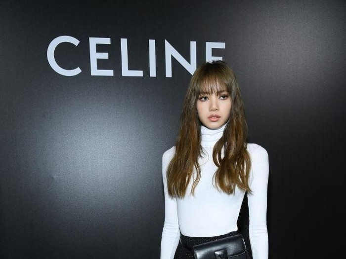 Lisa Blackpink di fashion show Celine saat Paris Fashion Week Spring-Summer 2020. (Foto: Pascal Le Segretain/Getty Images)