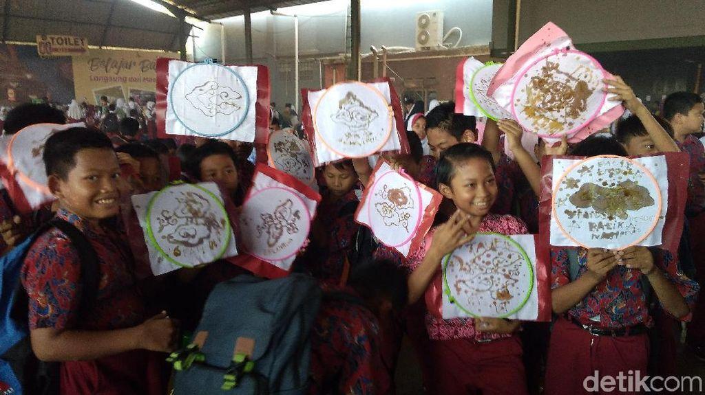 Foto: 2.832 Pelajar Cirebon Membatik dan Pecahkan Rekor MURI