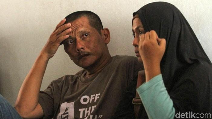 Sejumlah orangtua siswa mendatangi Polda Metro Jaya untuk menjemput anak mereka yang ditangkap kepolisian saat menggelar aksi unjuk rasa di depan gedung DPR, Jakarta Pusat.